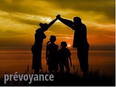 Parents protegeant enfants